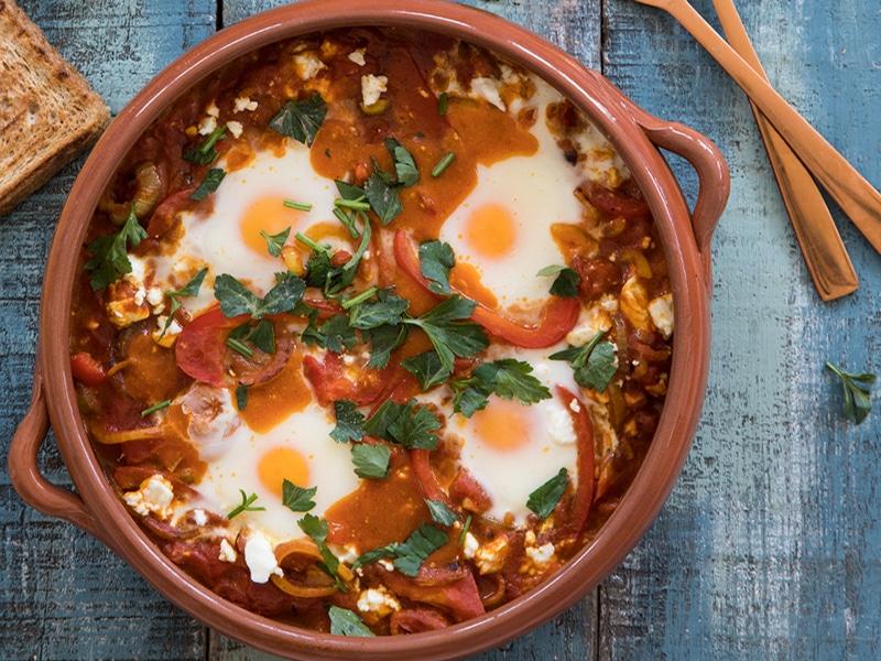 Shakshuka met eieren, feta & selderij