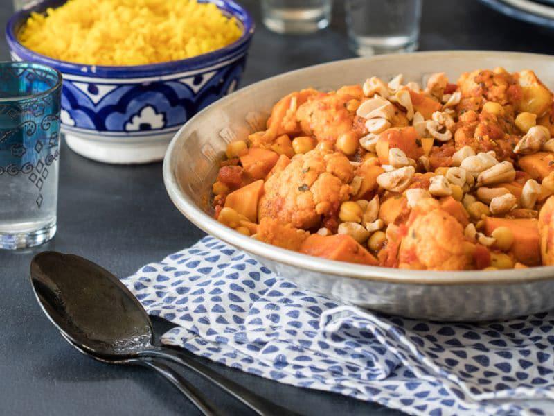 Recept voor groentestoof met zoete aardappel, bloemkool en kikkererwten