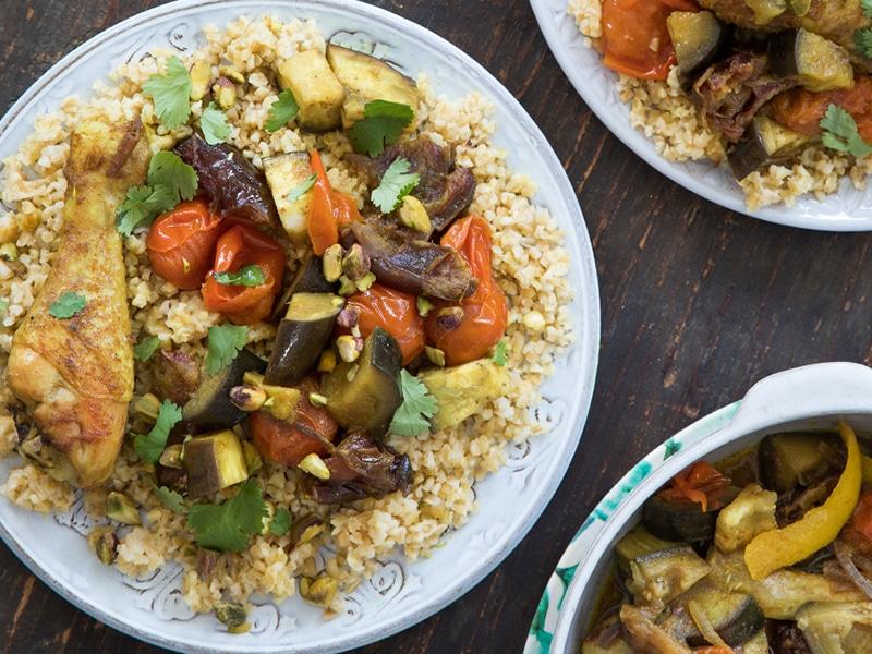 Heerlijk recept voor een Marokkaanse stoofpot met kip, aubergine en bulgur