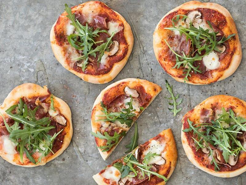 Recept voor mini pizza's met buffelmozzarella en parmaham