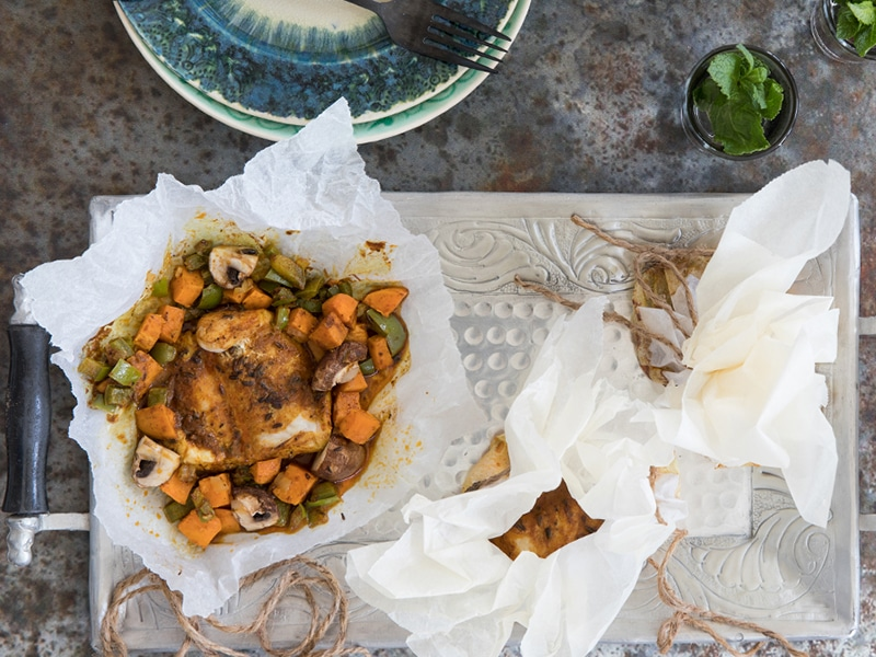 Pangasiusfilet en papillotte met zoete aardappel en kastanjechampignons