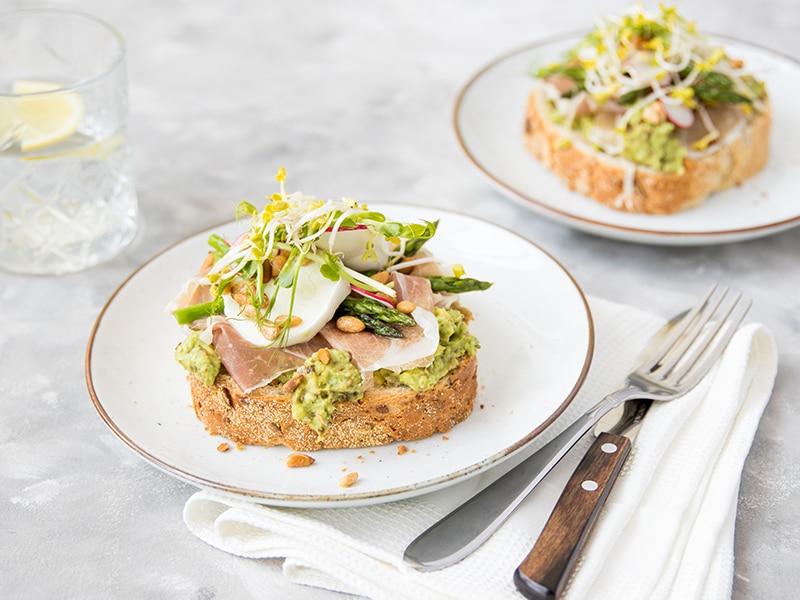 Recept voor sandwich met Italiaanse ham, buffelmozzarella en avocado