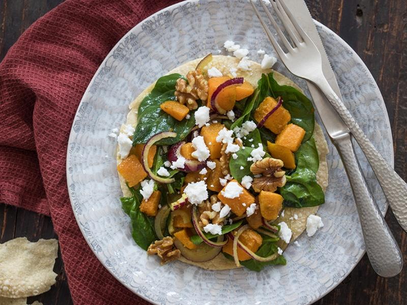 Recept voor spinazie salade met pompoen feta en pappadums