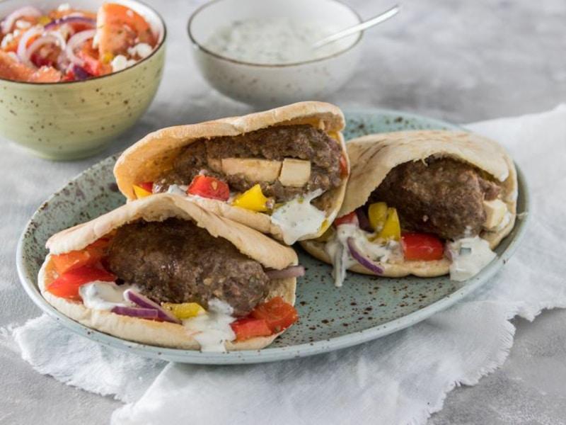 Recept voor pitabroodjes met bifteki
