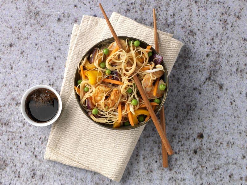 Recept mihoen met garnalen, doperwten en wortel