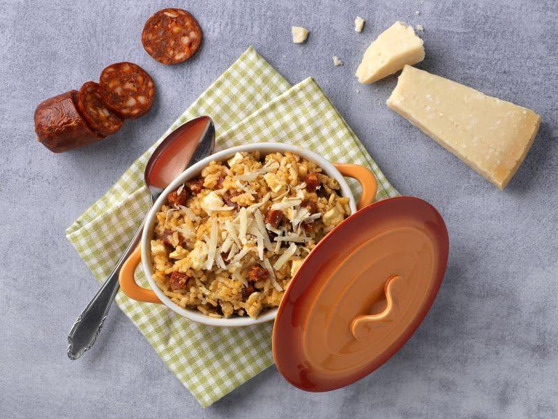 Recept risotto uit de oven met chorizo, zongedroogde tomaten en mozzarella
