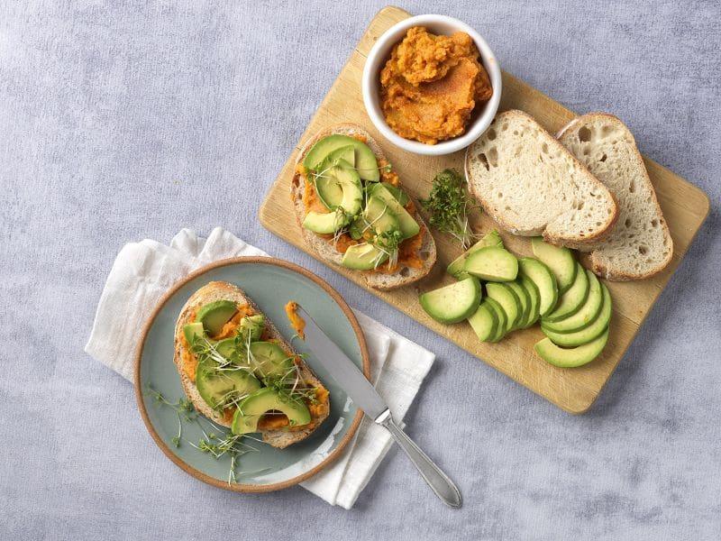 Recept sandwich met zoete aardappelspread, avocado en tuinkers