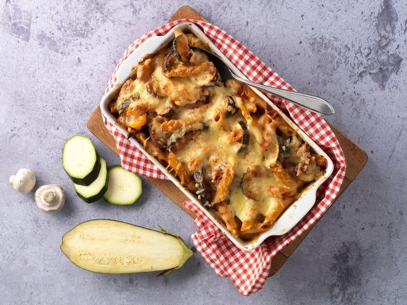 Recept vegetarische ovenschotel met pasta, courgette en mozzarella