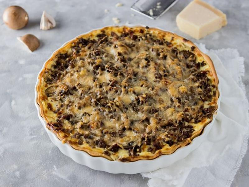 Recept voor hartige taart met gehakt en paddenstoelen