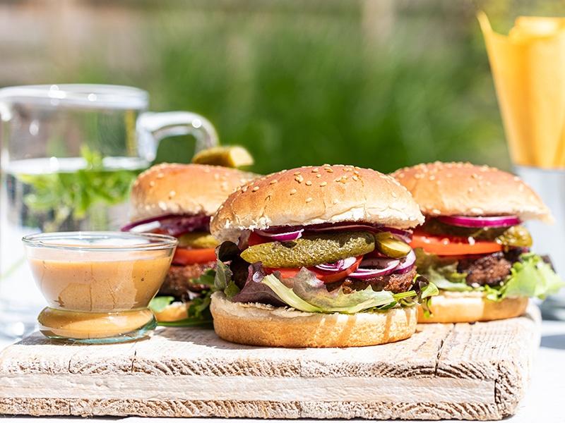 Recept voor pittige hamburgers van de barbecue