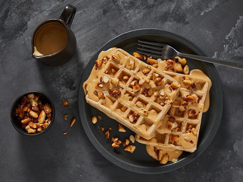 Recept voor wafels met dulce de lecheroom en gekarameliseerde amandelen