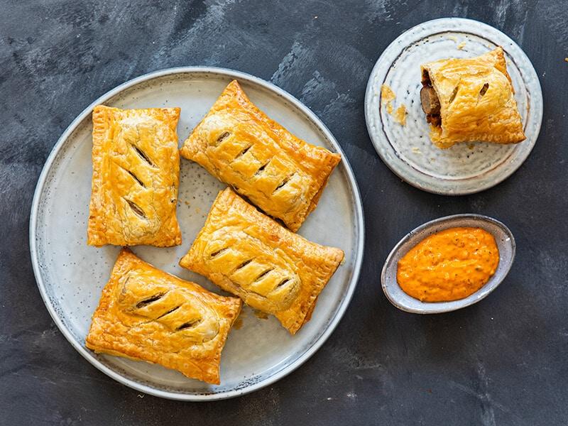 Recept voor frikandelbroodjes met oranje brulsaus