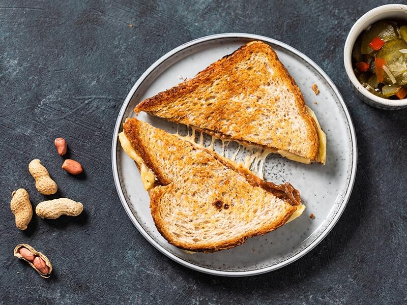 Recept voor tosti met kipfilet en satesaus