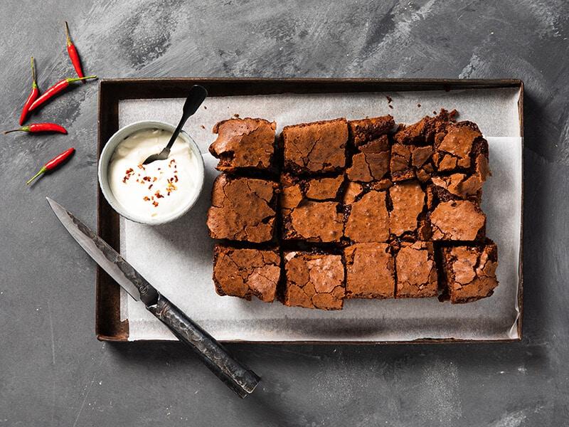 Recept voor pittige brownies met satesaus
