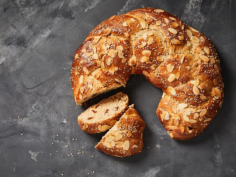 Recept voor paasbrood gevuld met rozijnen