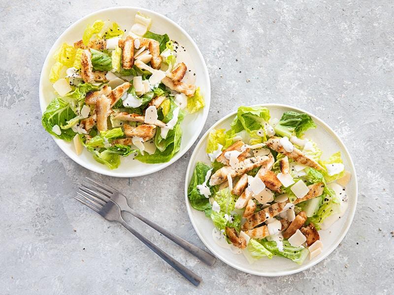 Caesar salade met gegrilde kip