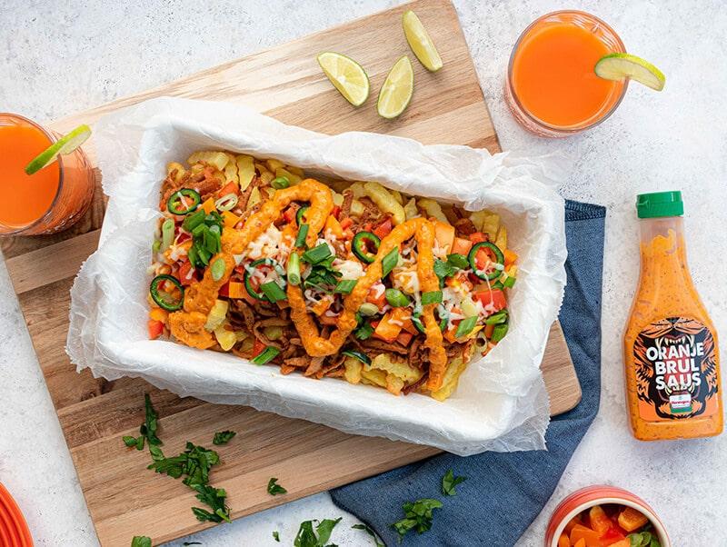 Loaded fries gyros met Oranje brulsaus